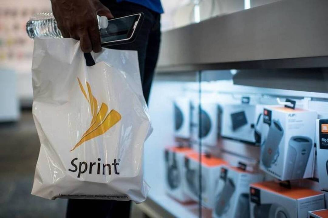 Sprint leases can boost costs of buying iPhone and Galaxy