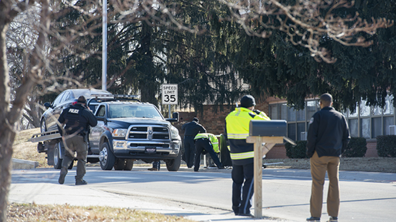 Crossing guard saved 2 kids before being hit by car and killed in Kansas City, Kansas