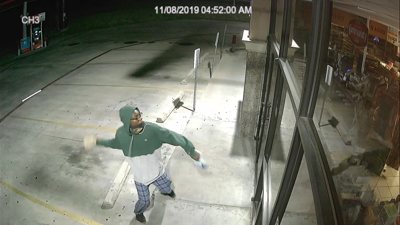 Would-be burglar throws rock at window and runs away disappointed, Texas video shows