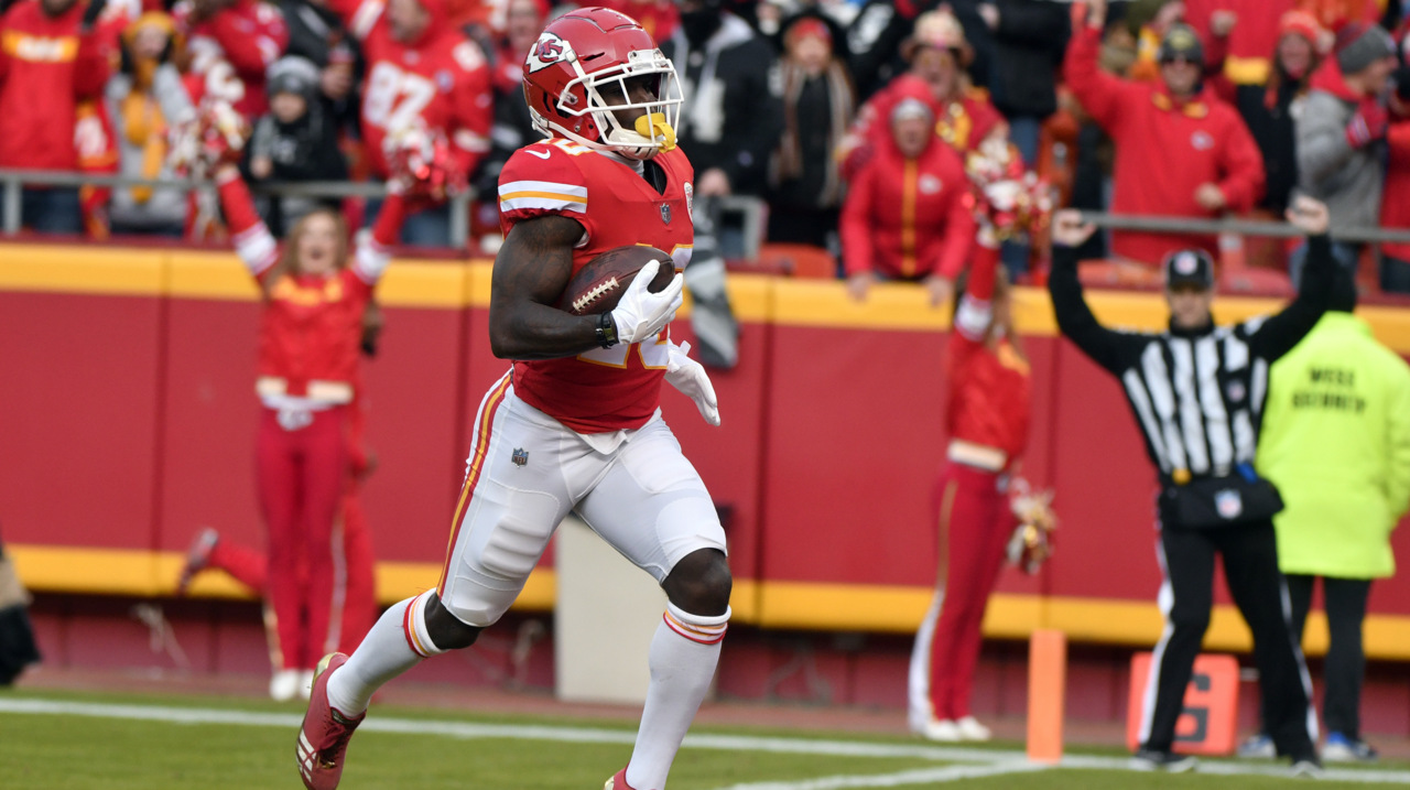 Chiefs' Tyreek Hill returns to Twitter with a comment about the NFL's fastest player