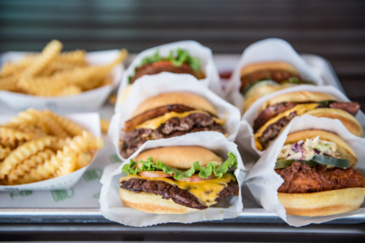 Kansas, the line forms here: Shake Shack opens its doors in Leawood Town Center Plaza
