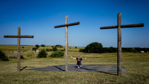 Faithful gather at Lebanon, Kansas, the center of the country, to pray for the United States