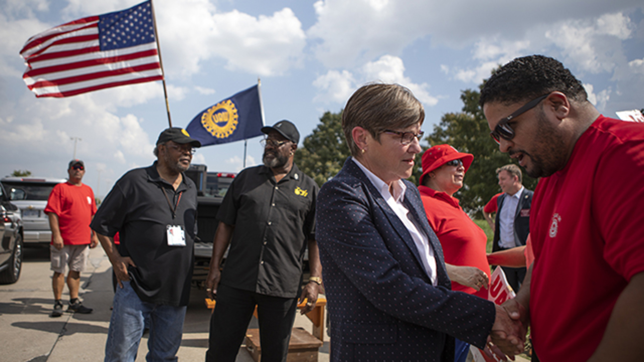 Kansas Gov. Laura Kelly visits picket line, urges GM to reach accord with union