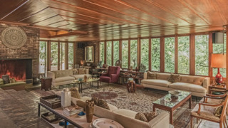 Frank Lloyd Wright house in KC, listed at $1.65 million last year, now up for auction