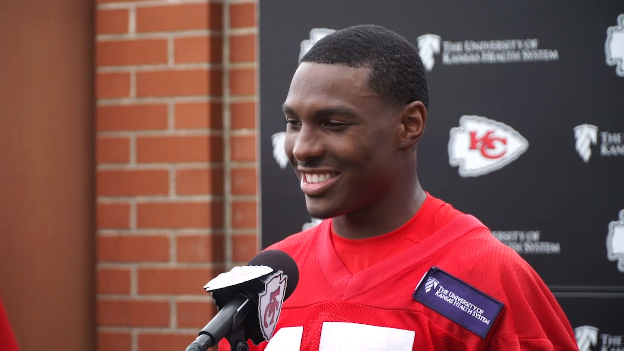 Chiefs receiver Mecole Hardman surprises his mom by buying her a house