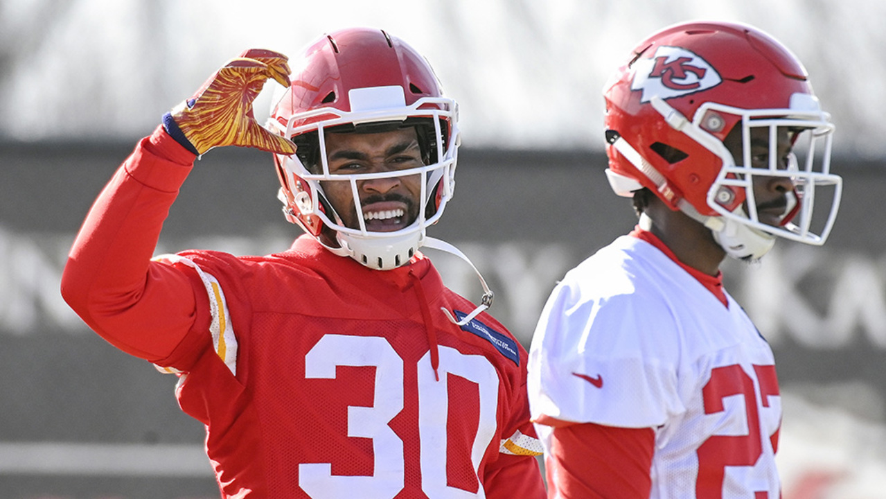 63037aa68  Energy guy  Charcandrick West is back for Chiefs ... and he will take any  assignment