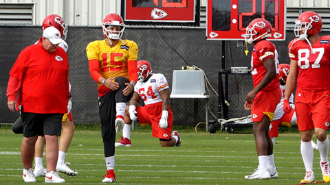 Chiefs QB Patrick Mahomes might play Sunday night? Call him a 'special type of human'