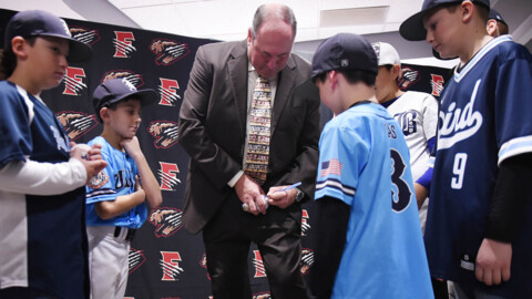 "Fans meet Will ""The Thrill"" Clark at annual Hot Stove Gala"