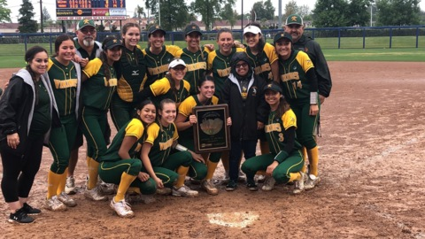 Kingsburg puts up eight runs in fifth en route to Central Section Division II softball title