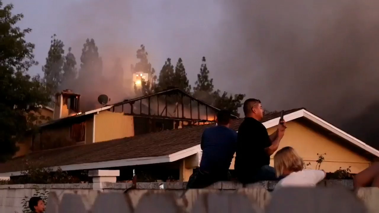 Fire burns at apartment complex near Fresno State campus