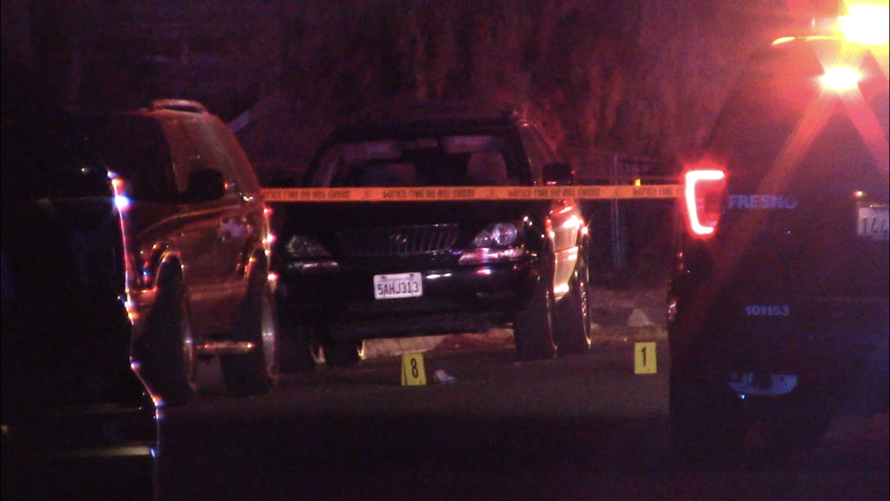 Man killed, teen wounded in late-night southeast Fresno shooting