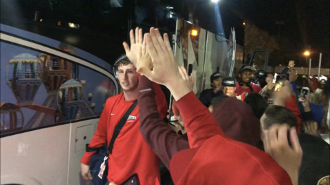 Fans greet Fresno State football team at Bulldog Stadium
