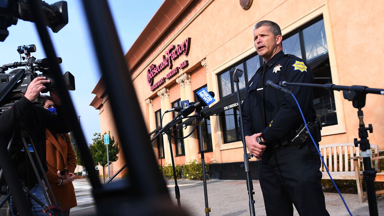 17 Year Old In Shooting At Fashion Fair Mall In Fresno Ca The Fresno Bee