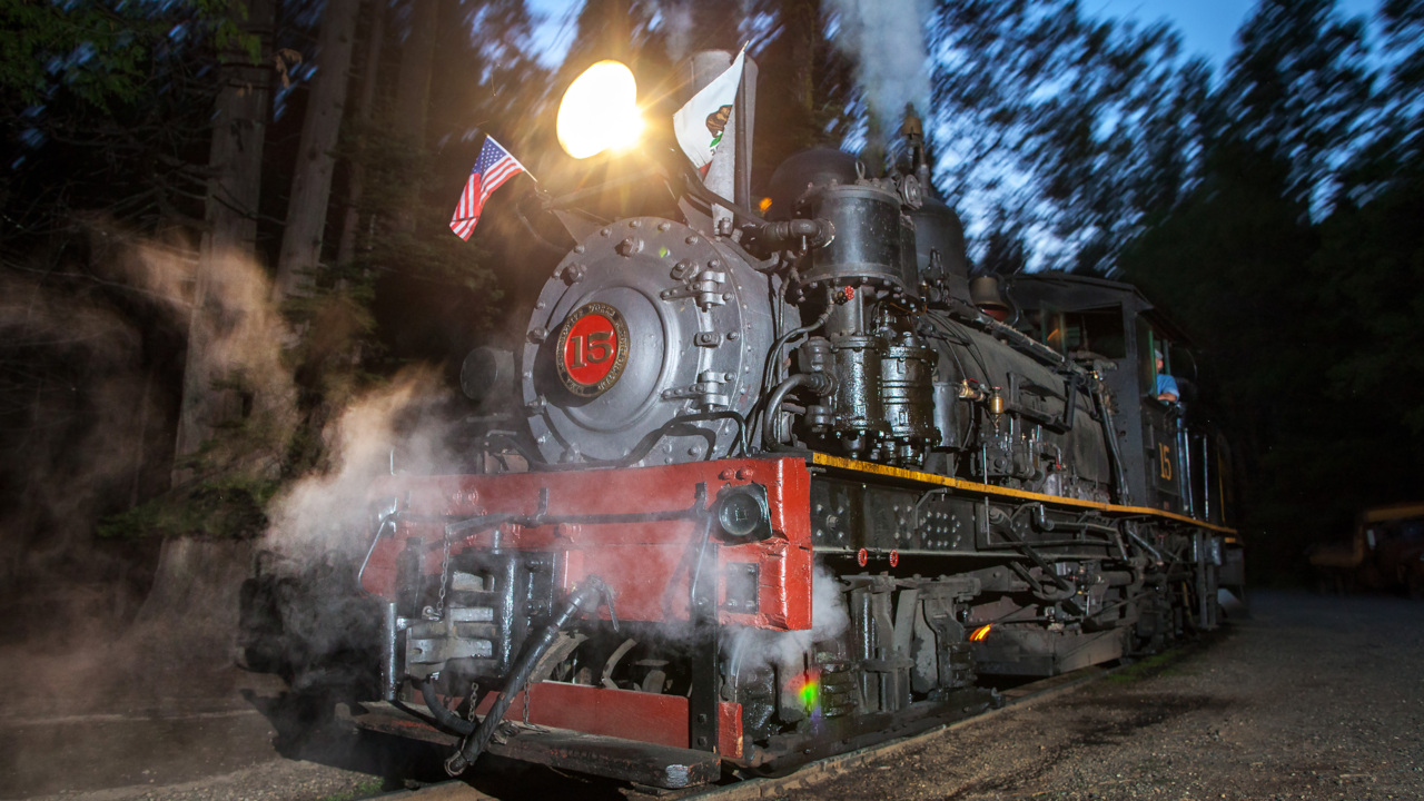 Steam locomotives near Yosemite offer train rides into past, including 'moonlight special'