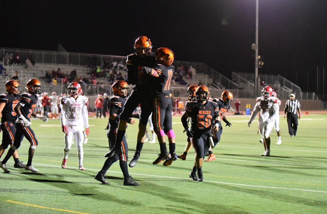 Roundup: Merced, Golden Valley keep playoff hopes alive with wins. Thunder roll to 8-0.
