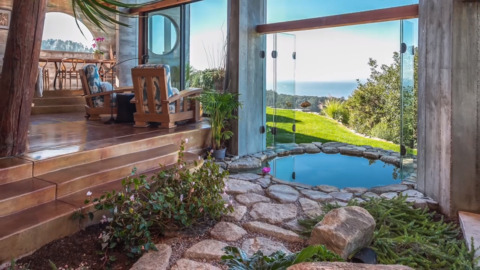'Sexy' Big Sur home has an indoor-outdoor hot tub and to-die-for views. But it'll cost you