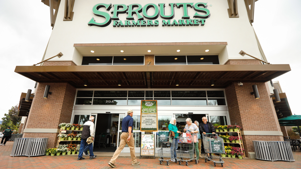 This grocery store is hiring 1,500 people nationwide, including some in Fresno