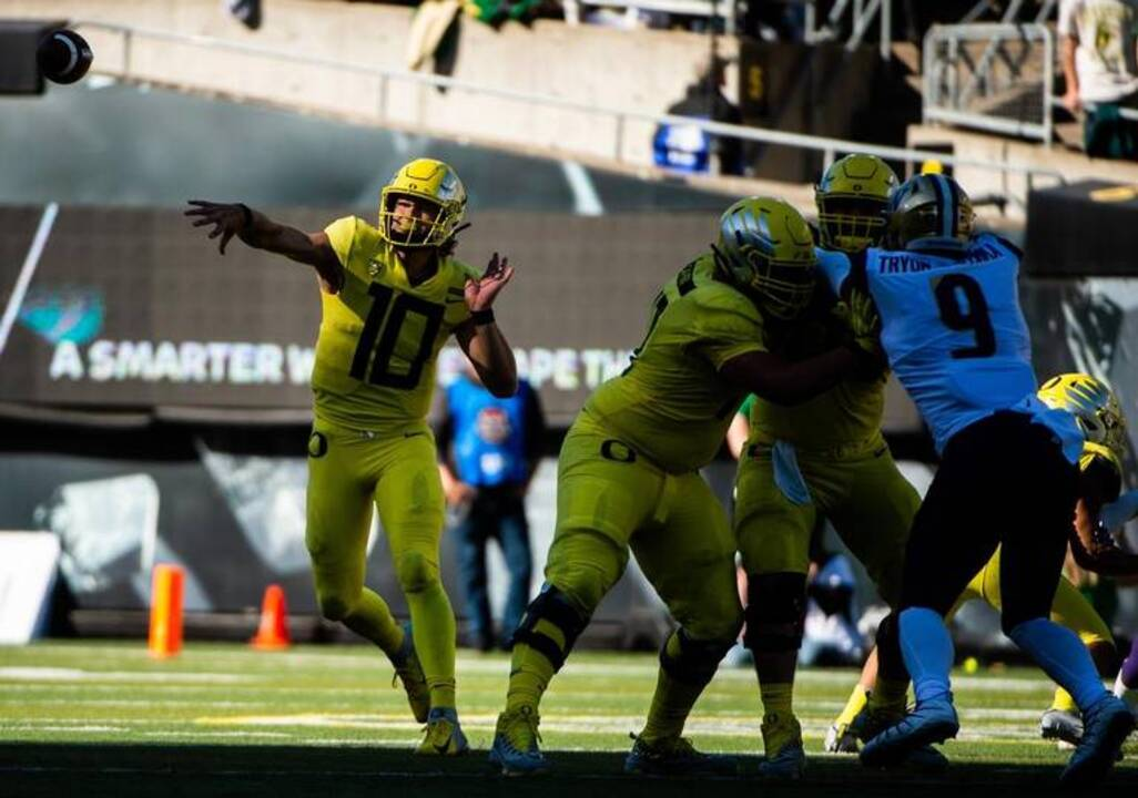 Oregon poses biggest test yet for UW Huskies' young defense