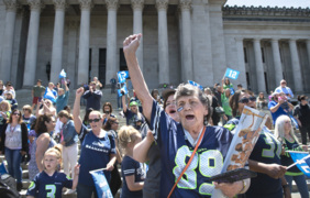 Sunny Blue Friday in Olympia brings Seahawks fans out of hibernation