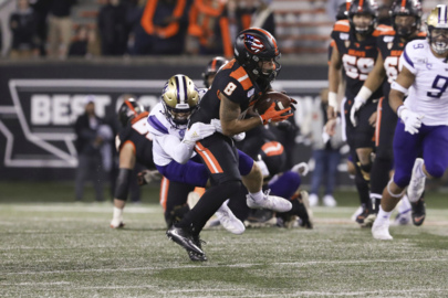 Huskies' defense dominates in 19-7 win over Oregon State