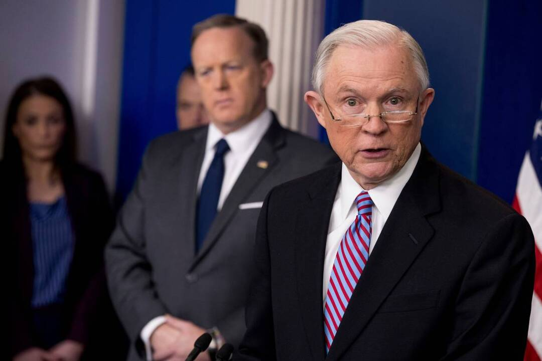 Fresh from Obamacare loss, White House takes aim at sanctuary cities