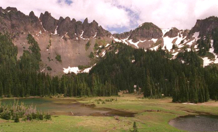 Hiker dies after 100-foot fall in Mount Rainier National Park. Victim was author