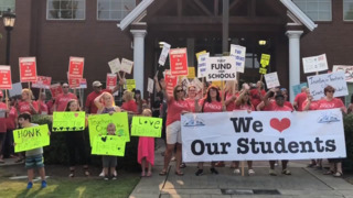 Sumner School District staff rally for increased wages