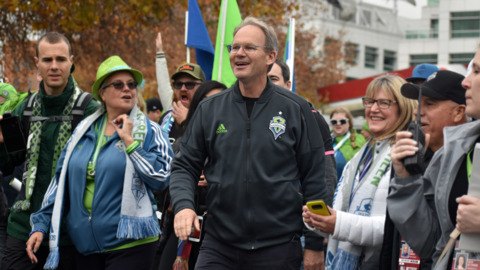 Brian Schmetzer, once a Sounders fan and now their coach, thanks Seattle at victory parade