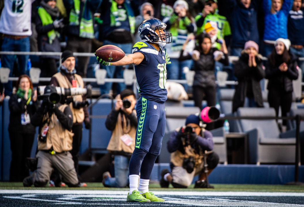 9c5915f43f2 Russell Wilson uses unspoken connection with Tyler Lockett to set Seahawks  records, get win | Tacoma News Tribune