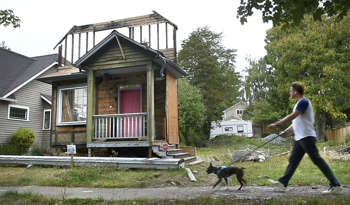 A porch, a door and a window. Remnants of historic Tacoma home draw neighbors' concern