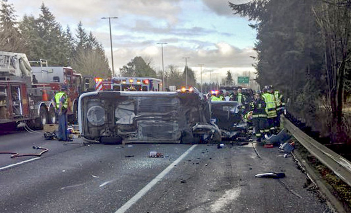 Olympia wreck leaves 1 dead on Interstate 5  Traffic backed up for