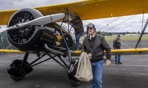 1930's biplanes bring mail through Olympia