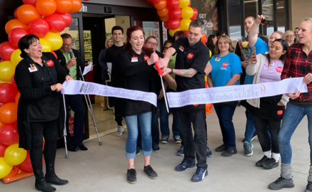 New Grocery Outlet draws a crowd in Puyallup