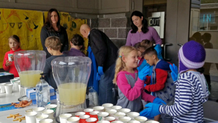 Gig Harbor lemonade stand to save The Great Barrier Reef