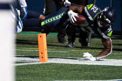 Chris Carson 'full go' for Monday night, two other Seahawks starters coming back with him
