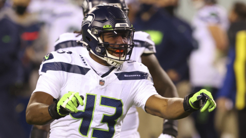 Russell Wilson to Carlos Dunlap before the DE re-signed with Seahawks: I'm here to stay