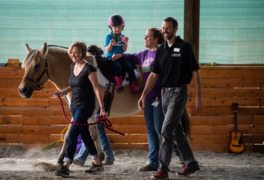 """It doesn't seem like therapy."" Sumner man opens hippotherapy facility"