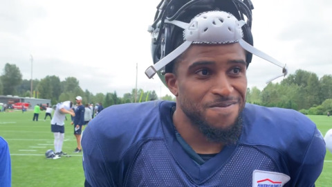 Bobby Wagner thumps assistant in his return to Seahawks practice. When will he play?