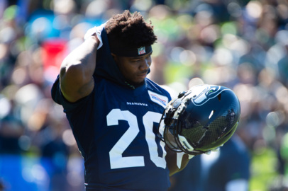 RB Rashaad Penny injured in light Seahawks practice. What that means for Sunday vs. Saints