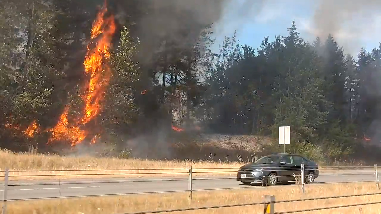 Brush fire breaks out along state Route 512, snarling