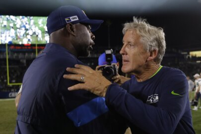 Seahawks rediscover Rashaad Penny, C.J. Prosise (who?), starters sharp in beating Chargers