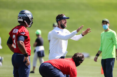 Offensive coordinator Brian Schottenheimer challenged by Seahawks' top three backs being injured