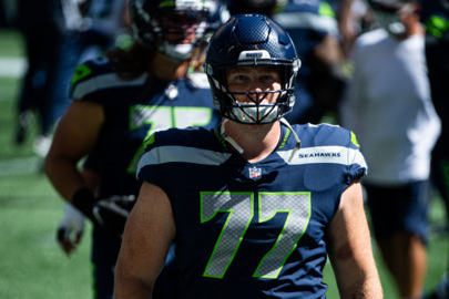 Seahawks note Ethan Pocic's versatility upon official signing, may not be done at center