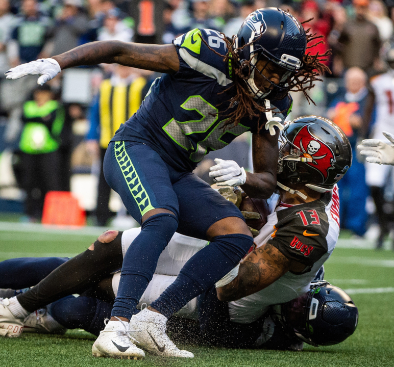 Jadeveon Clowney still out with flu, 2 other Seahawks defensive starters miss practice