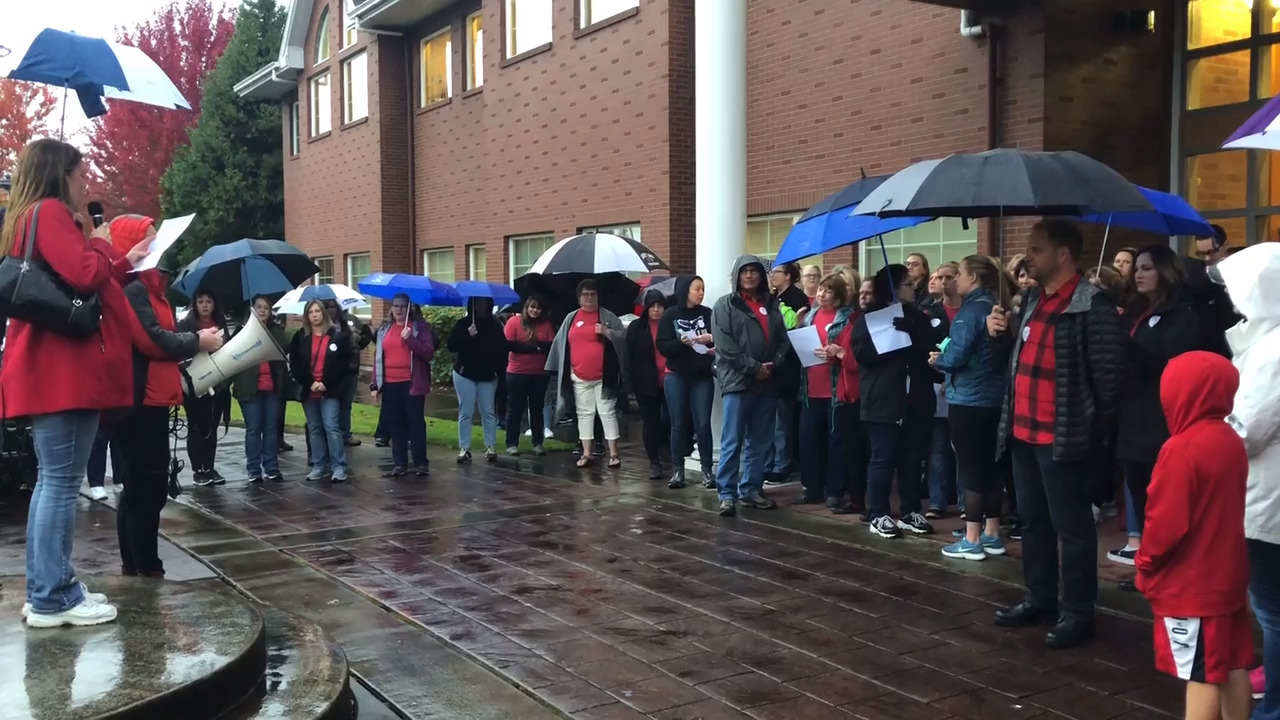 Sumner-Bonney Lake paraeducators set strike date. They say their pay isn't fair