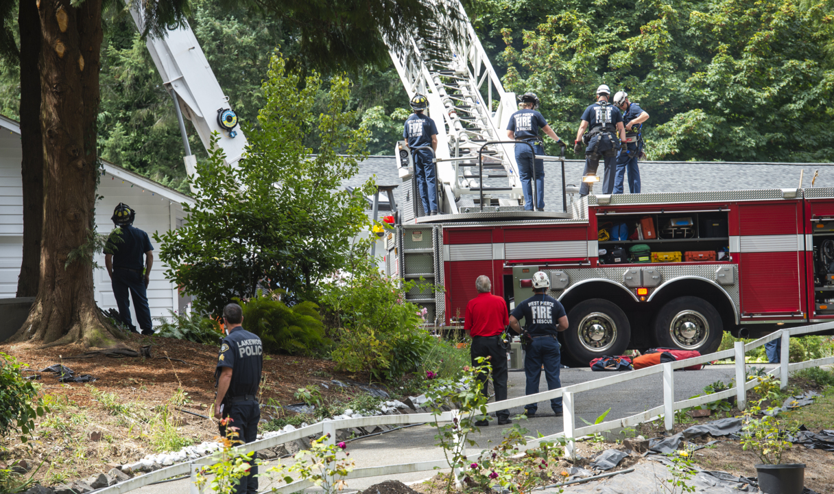 Man felling tree in Lakewood killed when top half of 90-foot tree pins him