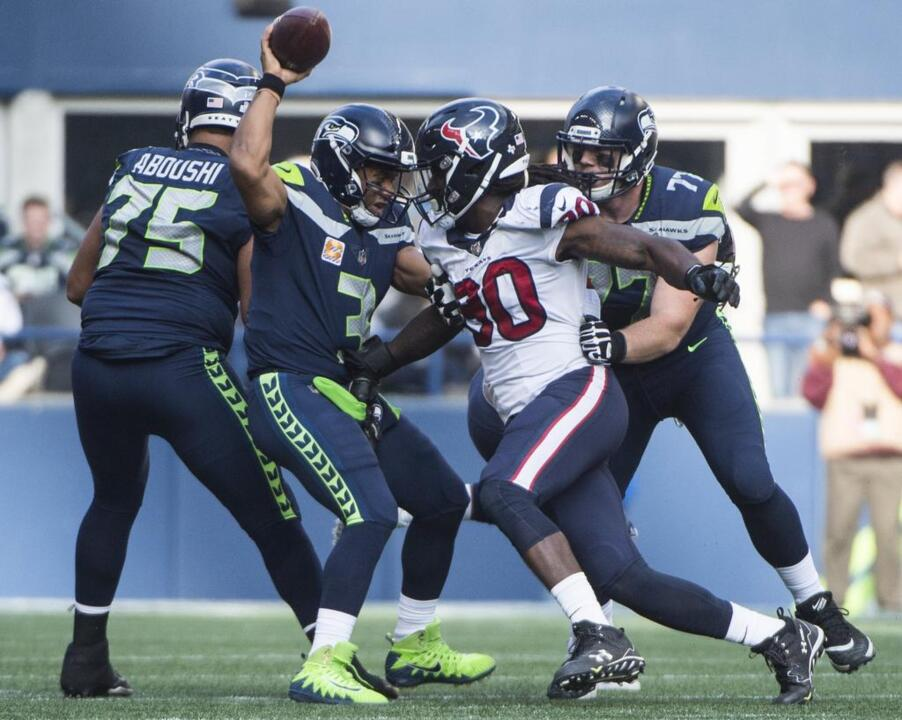 Seahawks bring back two more veterans, Geno Smith style, waive one, put one on IR