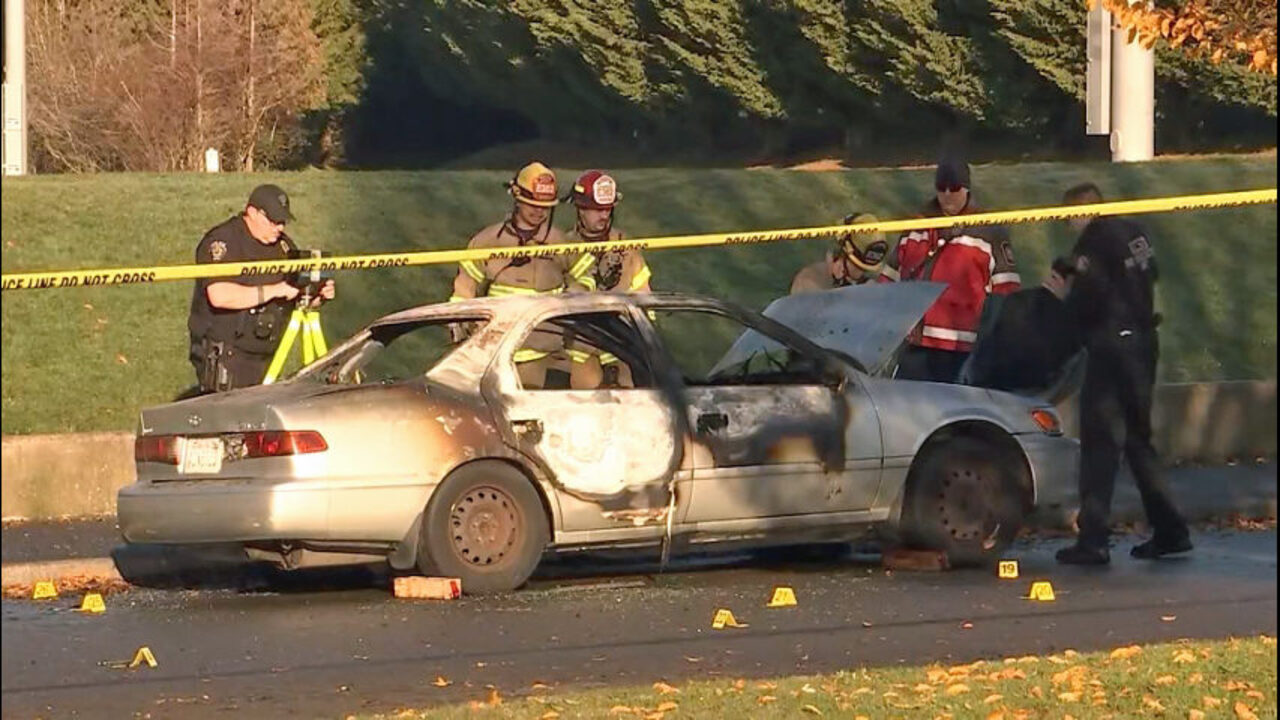 Dead body found in burning car at park in Federal Way