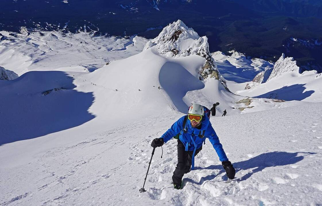Climbing Oregon S Mount Hood Through The Hogsback Route