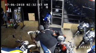 Watch motorcycle thieves walk out the front door of a Texas Yamaha with bikes